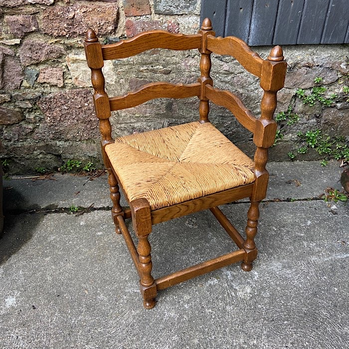 Oak Ruch Seat Corner Chair
