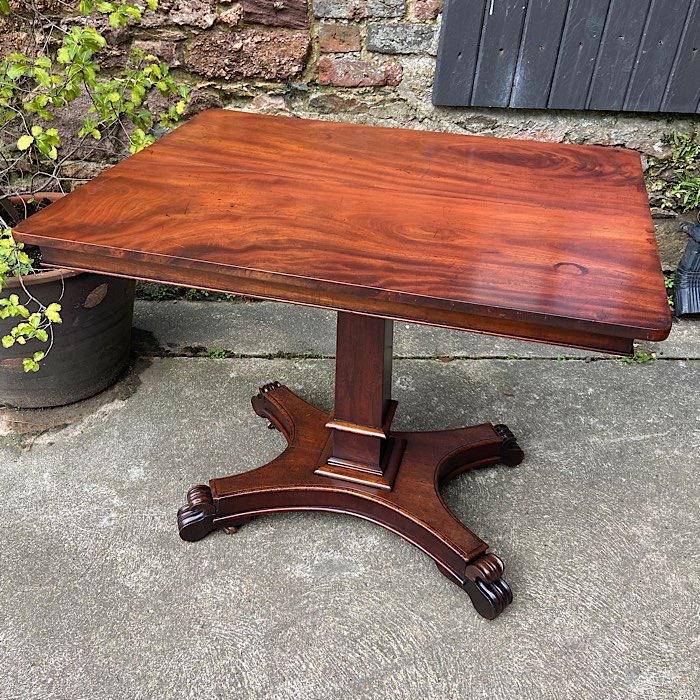 Victorian Mahogany Tilt-Top Centre Table