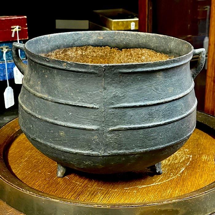 Vintage Cast Iron Skillet Pot