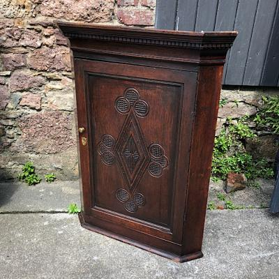 Georgian Carved Oak Hanging Corner Cabinet