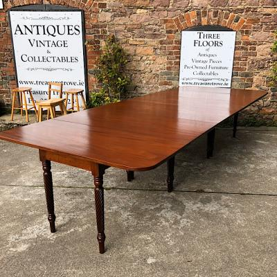 Georgian Mahogany Extending Dining Table