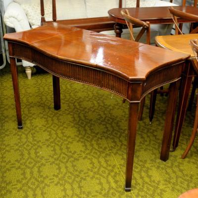 Hepplewhite Revival Mahogany Serpentine Dressing Table
