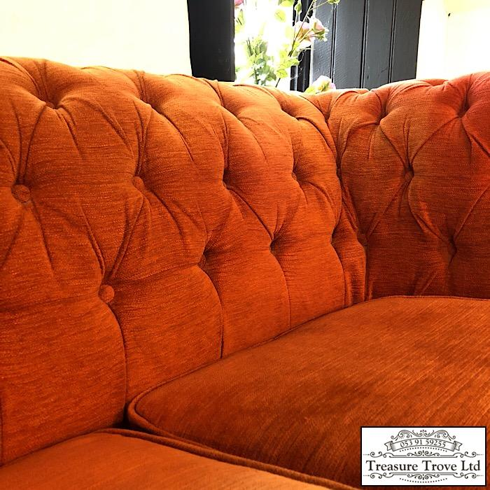 Chesterfield Upholstered Sofa: Chesterfield Style Upholstered Sofa
